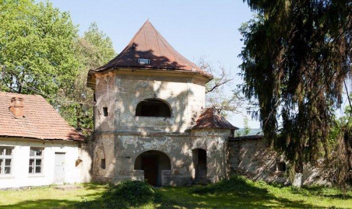 Довжанський замок в Іршаві